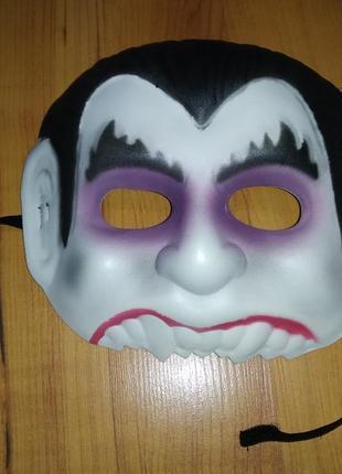 Карнавальная маска  вампира на хэллоуин