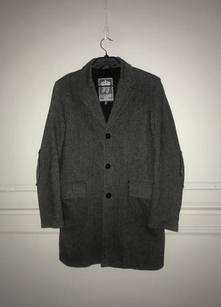 Стильное шерстяное брендовое пальто