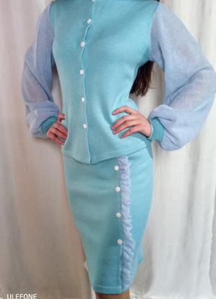 Модный теплый стильный костюм.