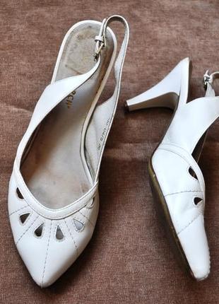 Босоножки туфли белые кожа натуральная monarch
