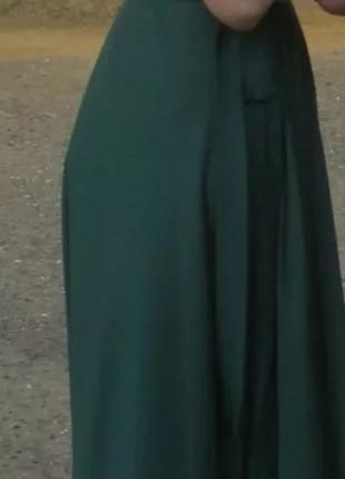 Платье с запахом изумрудного цвета