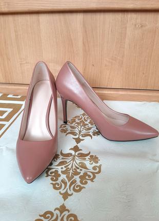 Пудровые туфли лодочки на шпильке