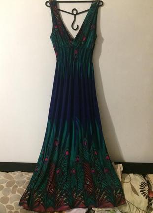 Длинный сарафан платье с принтом павлиное перо