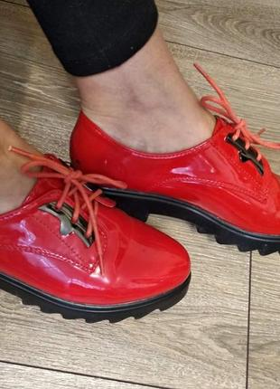 Туфли красные тракторная подошва