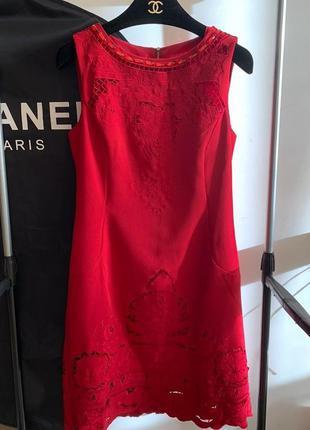 Вечернее платье прямого кроя бордовое с кружевом