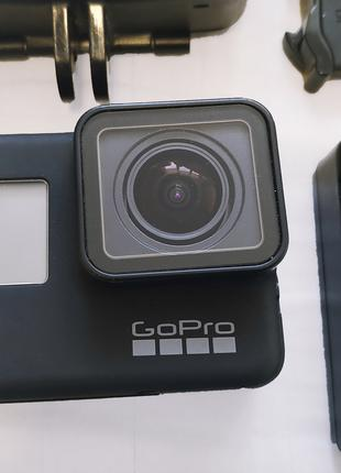 Продам GoPro Hero 7 Black + монопод + аквабокс полусфера + 3 бата