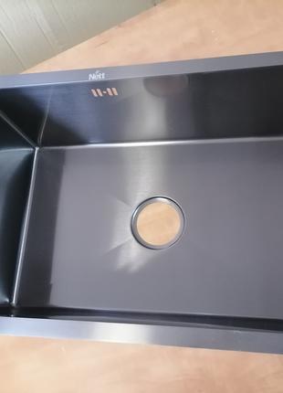 Черная кухонная мойка из нержавеющей стали под столешницу Nett