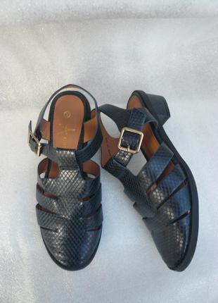 Босоножки, сандали на низком каблуке закрытые синие atmosphere...