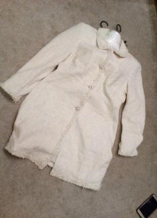 Фактурное кремовое буклироаное пальто  на 46/48\50р      №333