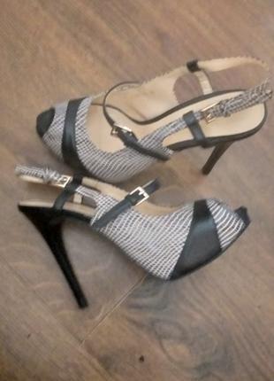 Женские босоножки Bershka оригинал на высоком каблуке