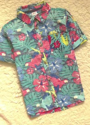 Яркая рубашка в цветочный принт