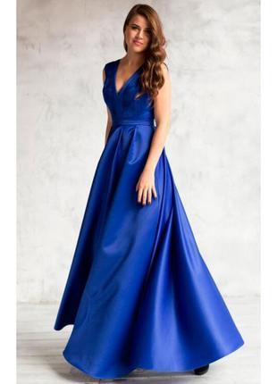 Вечернее платье в пол с пышной юбкой