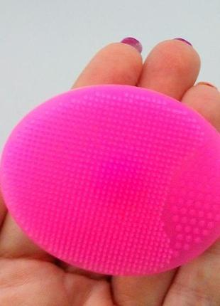 Щетка спонж силиконовая для умывания и чистки лица с присоской