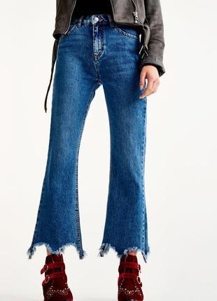 Новые джинсы с рваными краями pull and bear