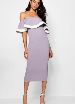 Приталенное платье длины миди с воланом