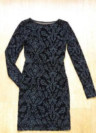 Платье по фигуре из велюровой ткани с узорами