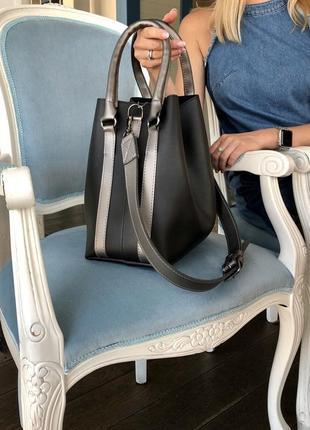 Стильная женская вместительная сумка черного цвета