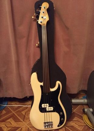 Бас гитара Fender precision fretles bass  79 US