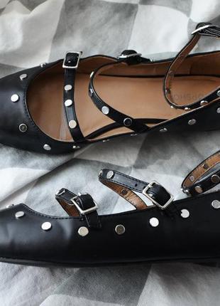 Стильные туфли с переплетами ремешками topshop