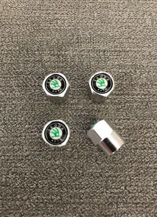 Колпачки на ниппеля золотник с логотипом Skoda