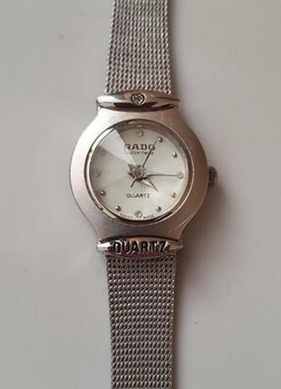 Стильные женские кварцевые часы rado на металлическом браслете