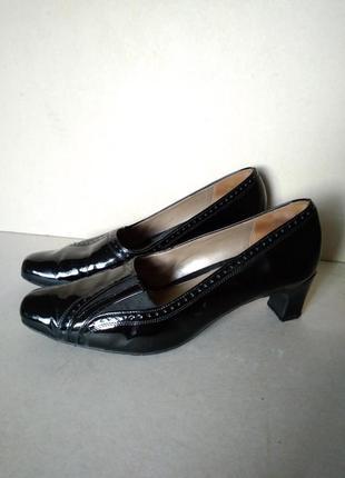 Удобные комфортные устойчивые кожаные черные лаковые туфли меш...