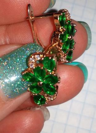 🌷 сережки серьги кульчики под золото с зелеными камнями циркон...