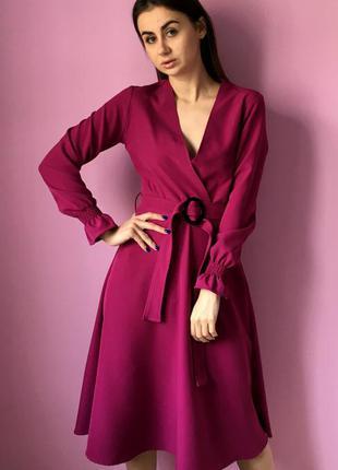Платье насыщеного фиолетового цвета
