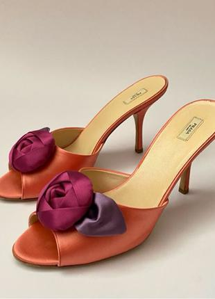 Розовые атласные босоножки Prada с атласным цветком, размер 39