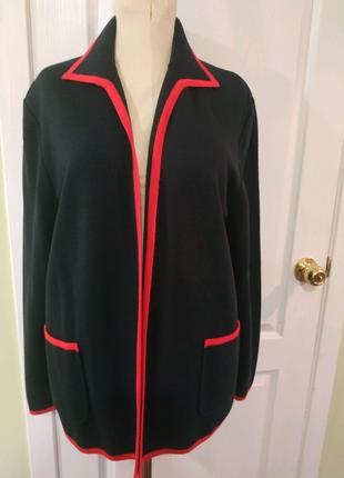 Отличный и красивый ,деловой пиджак-жакет