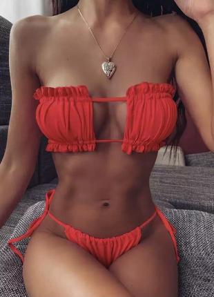 Красный раздельный купальник на завязках