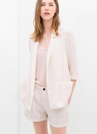 Очень красивый белый пиджак ,кардиган