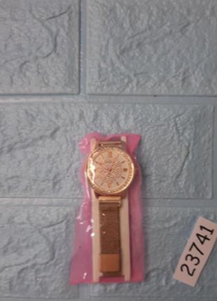 Часы женские, магнитный ремешок