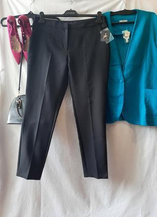 Черные зауженные к низу классические брюки