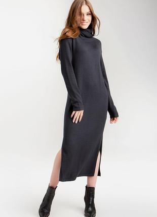 Вязаное платье длиной миди