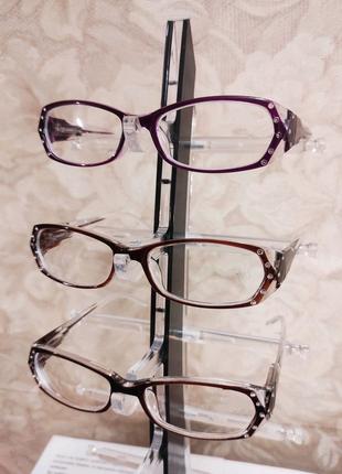 Очки для зрения в пластиковой оправе
