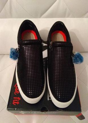 Потрясающая и очень удобная обувка от известного бренда skecher,