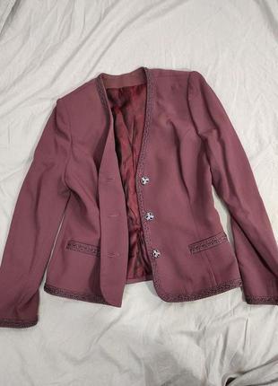 Женский бордовый деловой костюм
