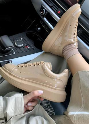 Шикарные женские кроссовки alexander mcqueen patent beige 😍...