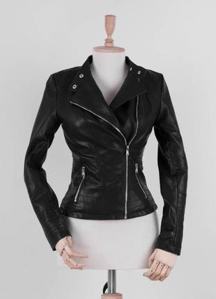 Женская чёрная куртка кожаная комуха эко