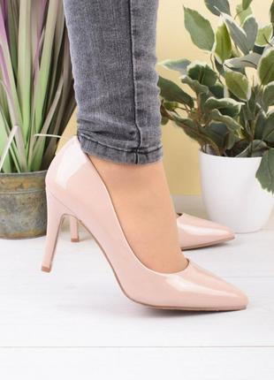 Женский лаковые туфли лодочки бежевые