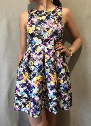 Шикарное яркое неопреновое платье выпускное с пышной юбкой tu