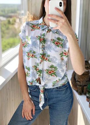 Легенькая летняя укорочённая рубашка в тропический принт