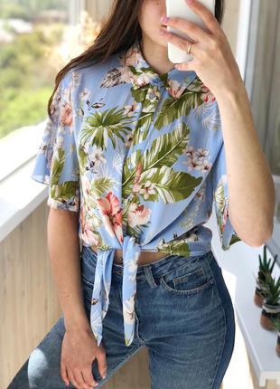Очень легенькая укорочённая рубашка в тропический принт