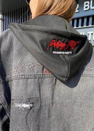 Крутая джинсовая куртка с капюшоном