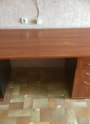Офисные столы, тумбы, кресла, в отличном состоянии, б/у
