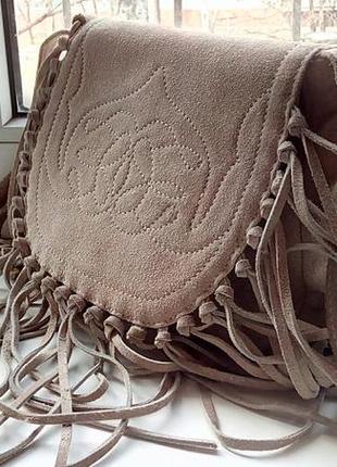Стильная замшевая сумка с бахромой next.