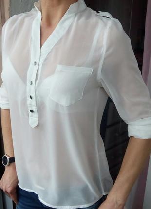 Стильная белая блуза.