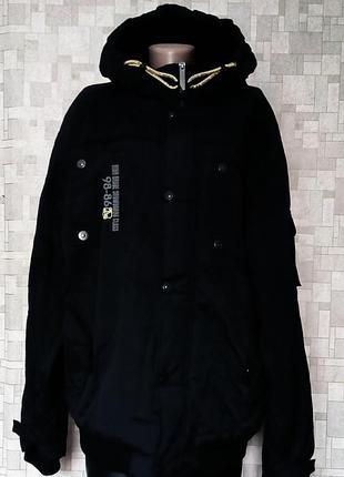 Фирменная куртка для сноуборда.