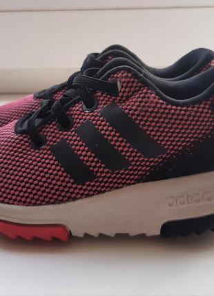 Фирменные  кроссовки  adidas.